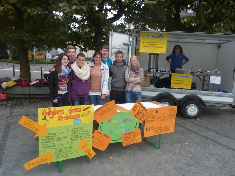 Unterstützung von einem Team der Fachschule für Erzieher